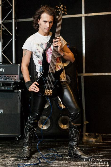 DARYO - Bass guitar & Back vocals